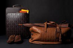 Better catch my plane Carolina Herrera, Anna Wintour, H Style, Travel Bags, Satchel, Ipad, Purse, Mens Fashion, Elegant