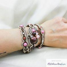 """Anastasia Plotnikova Сутаж on Instagram: """"Мой браслетный эксперимент ☺️ Он в три оборота, рассчитан на руку 16-18 см. Смотрится очень круто! Прямо сама в восторге! Он лёгкий,…"""" Soutache Bracelet, Diy Bow, Bows, Bracelets, Silver, Jewelry, Slip On, Arches, Jewlery"""