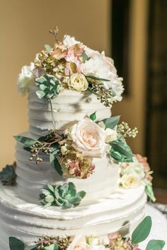 Succulents on Wedding Cake | photography by http://www.melissajill.com/