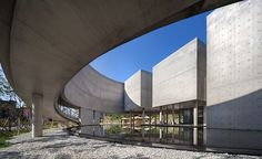 Image 11 of 23 from gallery of Son Yang Won Memorial Museum / Lee Eunseok + Atelier KOMA. Photograph by Joonhwan Yoon Memorial Architecture, Museum Architecture, Space Architecture, Memorial Museum, Memorial Park, Ramp Design, Building Design, Concrete Architecture, Exposed Concrete