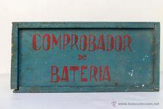 ANTIGUA CAJA INDUSTRIAL DE MADERA. COMPROBADOR DE BATERIA- El Desván de Bartleby C/.Niebla 37. Sevilla