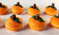 Pumpkin party ideas and desserts for fall. Yummy pumpkin recipes and pumpkin desserts to set your pumpkin party apart from the rest! Halloween Cupcakes, Halloween Food Crafts, Creepy Halloween Food, Fun Halloween Treats, Fete Halloween, Halloween Goodies, Holiday Treats, Halloween Ideas, Halloween Desserts