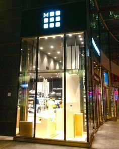 insegne luminose, insegne luminose negozi, insegne negozi, insegne led, insegne luminose per negozi Moleskine