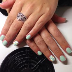 CND Shellac set with daisy nails. Polishes used - Mint Convertible, Cream Puff, Bicycle Yellow