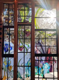 Neile Cooper's beautifully detailed stained glass panels decorate a tiny glass cabin she built on her property. Stained Glass Panels, Stained Glass Art, Mosaic Glass, Glass Cabin, Glass House, Glass Art Design, Diy Art Projects, Succulent Terrarium, Succulents Garden