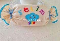 ♥ Tiryaki Hobi ♥: Takı Yastığı Felt Crafts, Diy And Crafts, 1st Birthday Cake Smash, Felt Pillow, Cute Pillows, Busy Book, Diy Party, Pillow Covers, Baby Shoes