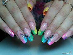 Цветные ногти.
