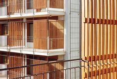 Detalle de fachada. 80 viviendas de protección oficial en Salou por Toni Gironès. Fotografía © José Hevia. Señala encima de la imagen para verla más grande.