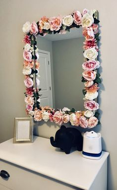 Girls Bedroom Furniture Diy Mirror Ideas For 2019 Room Interior, Interior Design Living Room, Bathroom Vanity Decor, Bathroom Black, Paint Bathroom, Room Paint, Flower Mirror, Diy Floral Mirror, Cute Room Decor