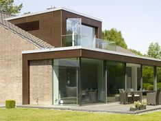 Rahmenlose Schiebefenster: Burckhardt SOREG-glide, System 150 Source by chabbig House Extension Design, Roof Extension, Bungalow Extensions, House Extensions, Ideas Terraza, Bungalow Conversion, Architecture Renovation, Bungalow Renovation, Bungalow Homes