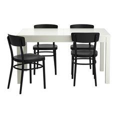 IKEA - BJURSTA / IDOLF, Pöytä   4 tuolia, Pöydässä on 2 jatkopalaa ja 4–8 istumapaikkaa. Pöydän kokoa on mahdollista muuttaa tarpeen mukaan.Jatkopala on helppo laittaa pöytälevyn alle säilöön, kun sitä ei tarvita.Piilolukitustoiminnon ansiosta jatkopalat pysyvät paikoillaan, eikä niiden väliin ei jää rakoja.Lakattu pinta on helppo pyyhkiä puhtaaksi.Muotoillun selkänojan ansiosta tuolissa on mukava istua.
