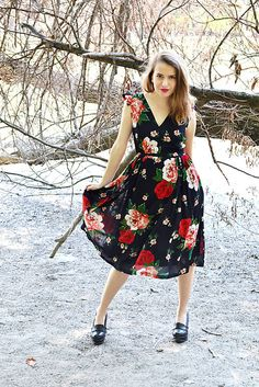 VivienMihalish / Čierne krep-šifónové šaty plné vášnivých ruží Midi Skirt, My Style, Skirts, Clothes, Vintage, Fashion, Outfits, Moda, Kleding