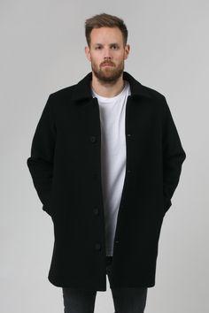 black classic wool coat scandinavian minimalism men ull jakke kåpe herre menn svart klassisk moderne skandinavisk design norsk design frakk mensfashion collar norwegian brand  on-seam pockets button down