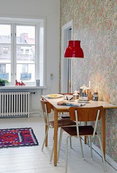 small dining area, pattern feature wall