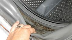 Il y a de la moisissure dans votre machine à laver ? Ça arrive souvent car il y a toujours de l'eau qui stagne après un lavage.Résultat, le joint de votre machine devient n