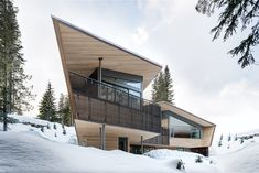 Modern home in Whistler, British Columbia. Architecture: Battersby Howat