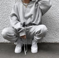 Image about girl in 𝐅 𝐀 𝐒 𝐇 𝐈 𝐎 𝐍 by Jolina on We Heart It - Sweatpants outfit - Lazy Outfits, Teenager Outfits, Outfits Casual, Cute Comfy Outfits, Mode Outfits, Sweatpants Outfit, Gray Sweatpants, Looks Adidas, Mode Ootd