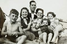 Blast from the past: A happy family scene on the beach 1950 when most Britain's spent their holidays in the UK Young People, We The People, Family Portraits, Family Photos, Butlins Holidays, Work Related Stress, Swiss Family Robinson, Office People, Teddy Boys