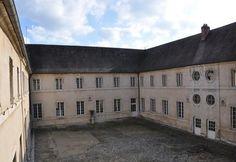 La cour intérieure du musée geoges Carret à vesoul : c'est l'ancien jardin du couvent des moniales