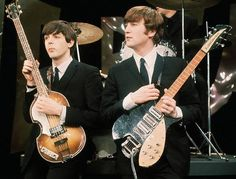 John with his 1958 Rickenbacker 325, serial number V81 next to Paul McCartney with his 1962/1963 Hofner 500/1 bass