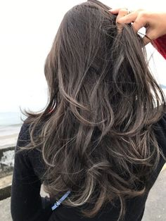 Hair balayage ashy highlights New Ideas Balayage Hair, Ombre Hair, Brown Balayage, Long Brunette, Hair Arrange, Hair Highlights, Hairstyles Haircuts, Dark Hair, Hair Looks