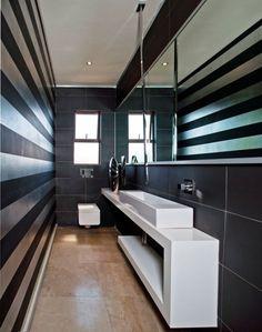 combler les besoins d 39 une famille avec cinq enfants dans une salle de bain troite de 10 pi x 6. Black Bedroom Furniture Sets. Home Design Ideas