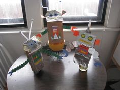 These paper bag robot puppets were made with stuff I had around the house:  bags, aluminun foil, construction paper, pipe cleaners and a glue stick.  I've decided that the coolest thing about kids crafts is that with a little paper and glue you can just play!  I highly recommend it.