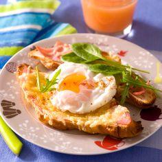 Découvrez la recette Croque-croissant à l'œuf sur cuisineactuelle.fr.