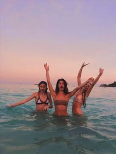 Bff pictures, summer pictures, beach pictures, poses for pictures, vacati. Bff Pictures, Best Friend Pictures, Beach Pictures, Summer Pictures, Friend Photos, Summer Vibes, Summer Feeling, Provocateur, Summer Goals