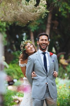 This first look wedding photo is so cute!! The bride and groom look so happy! Love this photo idea, it's a must!