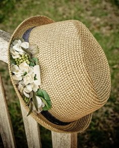 Sale, Sun straw hats for women, floral hats, Natural fedora with white flowers                                                                                                                                                                                 Más