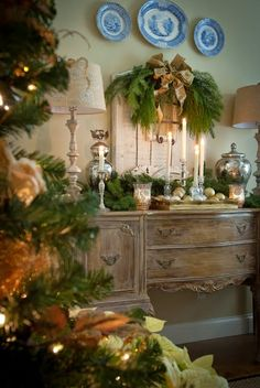 This is such a busy time of year and I stillhaven'thad a chanceto finish my Christmas decor or shopping...I'vebeen looking on Pint...