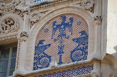 Gran Hotel en Palma de Mallorca (Baleares - España), Domènech i Montaner . 1903. Representa una de las muestras más importantes del modernismo en la isla, con una fachada ricamente ornamentada con elementos escultóricos y cerámicas.