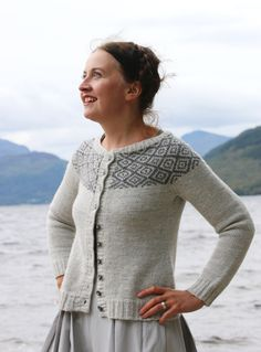 Amazing yoked cardigan with simple geometric color work. Ravelry: Epistrophy pattern by Kate Davies Amazing yoked cardigan with simple geometric color work. Ravelry: Epistrophy pattern by Kate Davies Fair Isle Knitting, Hand Knitting, Knitting Designs, Knitting Projects, Punto Fair Isle, Kate Davis, Pull Jacquard, Icelandic Sweaters, Diy Kleidung
