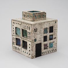 RUT BRYK, KERAMIIKKAMALJAKKO. Talo. Sign. Bryk. Gaudi, Ceramic Boxes, Ceramic Artists, Scandinavian, Decorative Boxes, Objects, Porcelain, Pottery, Clay