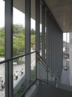 No.244-2 尾道市立美術館 安藤忠雄建築研究所 広島県尾道市 2003年 http://ja.wikipedia.org/wiki/%E5%AE%89%E8%97%A4%E5%BF%A0%E9%9B%84 しまなみを一望できるロケーションに、RCの箱の落ち着いた感じが良い。