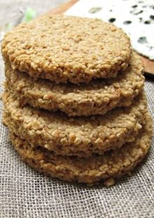 recipes breakfast How to cook the perfect oatcakes Felicity Cloake Scottish Oat Cakes, Scottish Dishes, Scottish Recipes, Scottish Desserts, Irish Recipes, Oatmeal Biscuits, Savoury Biscuits, Tea Biscuits, Baked Oatmeal