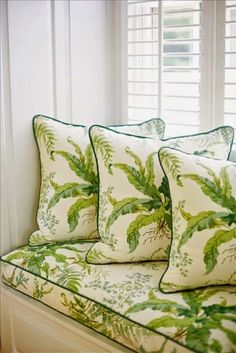 Window seat and throw pillows in a botanical print with contrast piping in dark green. (Suellen Gregory) fabrics to carry prints off the walls Home Interior, Interior Decorating, Interior Design, Pantone Greenery, Color Of The Year 2017, White Cottage, Forest Cottage, Green Rooms, Home Living