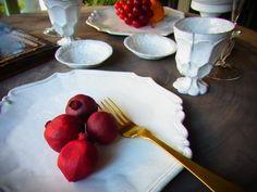 rejpnnsuappu.jpgそんな秋の素敵な食卓を更に素敵に演出してくれる アスティエ・ド・ヴィラットの食器が入荷致しました。 私もずっと狙ってるレジョンスシリーズのプレート。アスティエの食器は本当にテーブルの雰囲気もそうですが、料理そのものを 更に美味しそうにひきたててくれます。