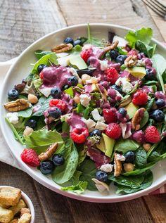Berry and Pecan Spring Mix Salad with Vinaigrette | LemonsandBasil.com