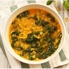 This spinach and lentil stew tastes amazing and is something that the entire family will love. Side Dishes Easy, Side Dish Recipes, Main Dishes, Rice Dishes, Food Dishes, Lentil Recipes, Healthy Recipes, Spinach And Potato Recipes, How To Make Spinach