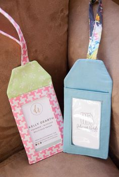 Delicious reads: diy: make your own luggage tags (link to pdf pattern! Diy Bag Tags, Gift Tags, Scrap Fabric Projects, Sewing Projects, Fabric Crafts, Diy Projects, Sewing Hacks, Sewing Crafts, Sewing Tutorials