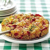 Spaanse aardappeltortilla met bacon, ui, knoflook, geroosterde paprika's (pot), eieren, peper, zout, verse peterselie, aardappelblokjes. 8 personen | Bereiden: 20 minuten | Wachten: 25 minuten