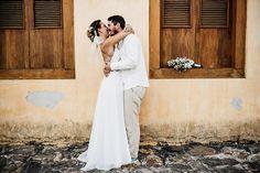 http://lapisdenoiva.com/casamento-praia-mayra-e-renan/  Foto: Flávia Valsani