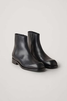 A minimal design, these ankle boots are made from smooth leather with a structured quality. Secured with discreet side zips, they have stacked heels, leather soles and raised square-cut toes. Casual Boots, Black Ankle Boots, Minimalist Fashion, Minimalist Style, Cow Leather, Smooth Leather, Rubber Rain Boots, Chelsea Boots