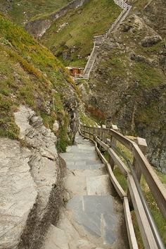 Tintagel, Cornwall was on the tour recounted in Questing Marilyn. North Cornwall, Devon And Cornwall, North Wales, Yorkshire England, Yorkshire Dales, Holidays In Cornwall, Holiday Places, England And Scotland, Camping Car