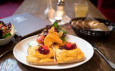 Liebe Gaeste,   Wir haben taeglich eine neue Lunchkarte und zusaetzlich eine sich staendig  wechselnde Tageskarte zu unserer Hauptkarte.   Fuer Abwechslung ist also gesorgt und fuer jedermann ist immer etwas dabei.     Die Menu koennen Sie tagesaktuell immer auf unserer Homepage einsehen.   Wir freuen uns auf Ihren Besuch und bis bald im Mozart.    Mozart - Cafe - Restaurant - Cocktail Bar   www.cafe-mozart.info #Cafe #Mozart #Restaurant #Cocktail #Bar #Muenchen #Fruehstueck #Kuchen…