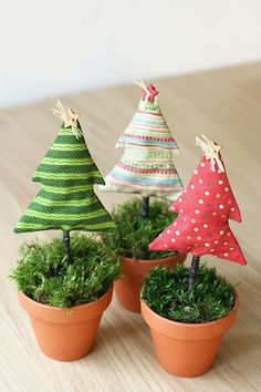 such a cute Christmas craft for the holidays.  little stuffed fabric or felt tree topiary