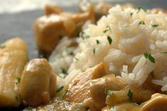 Foto de la receta de arroz con pollo al curry, champiñones y leche de coco