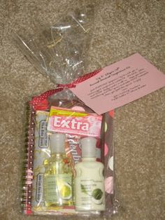 My extremely talented cousin, Faith, gave this goodie bag out to the girls she visit teaches last April and while it's not exactly food storage, I couldn't pass up sharing it with all of you! It is so clever and can be done quickly and cheaply (just visit